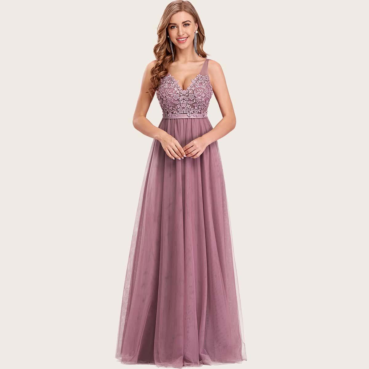 Сетчатое платье с цветочной вышивкой и аппликацией