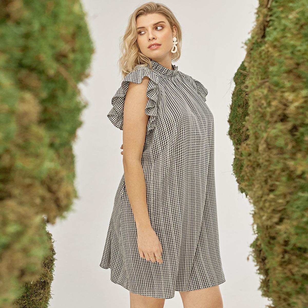 Платье в клетку с оригинальным рукавом размера плюс
