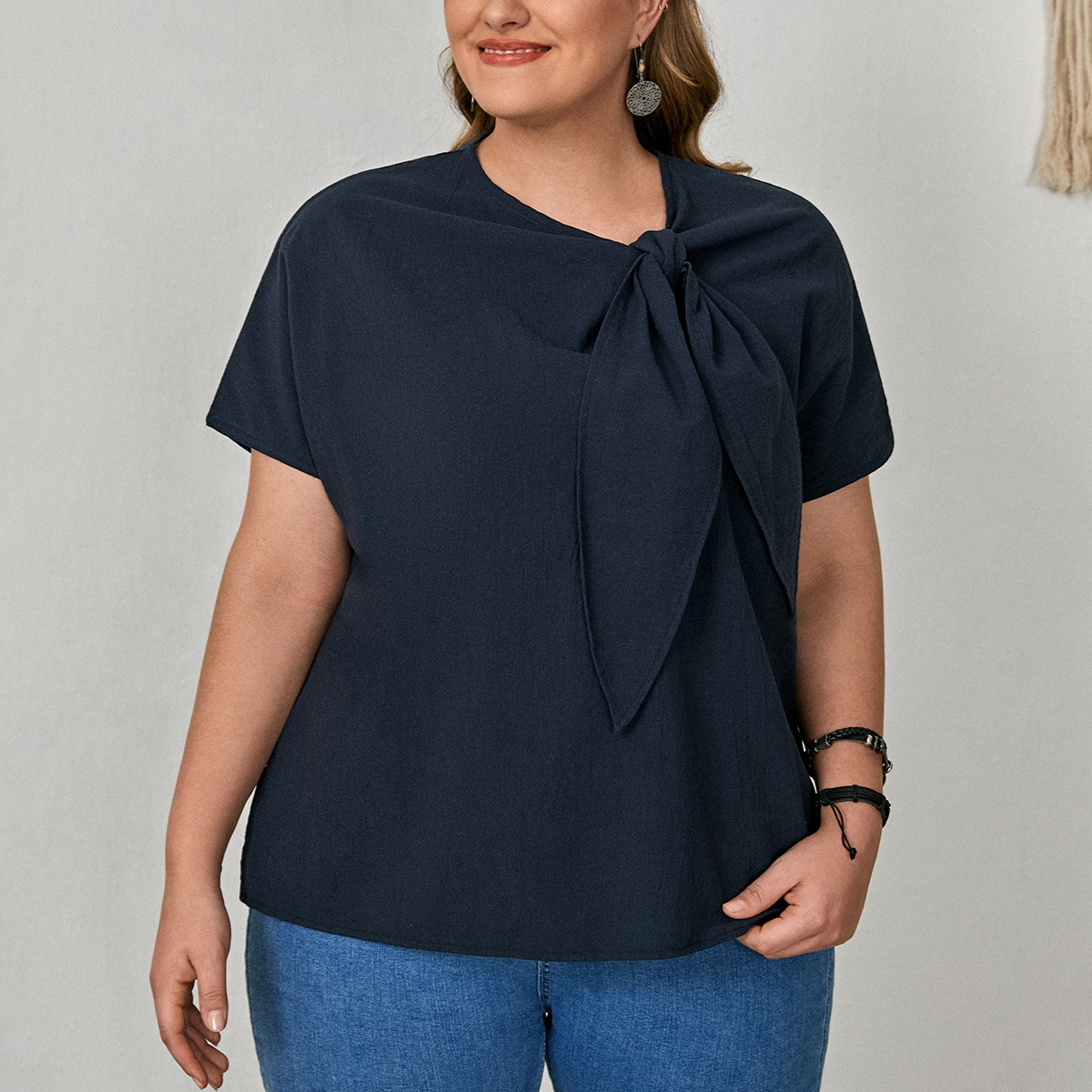 Блузка размера плюс с воротником-бантом по цене 830