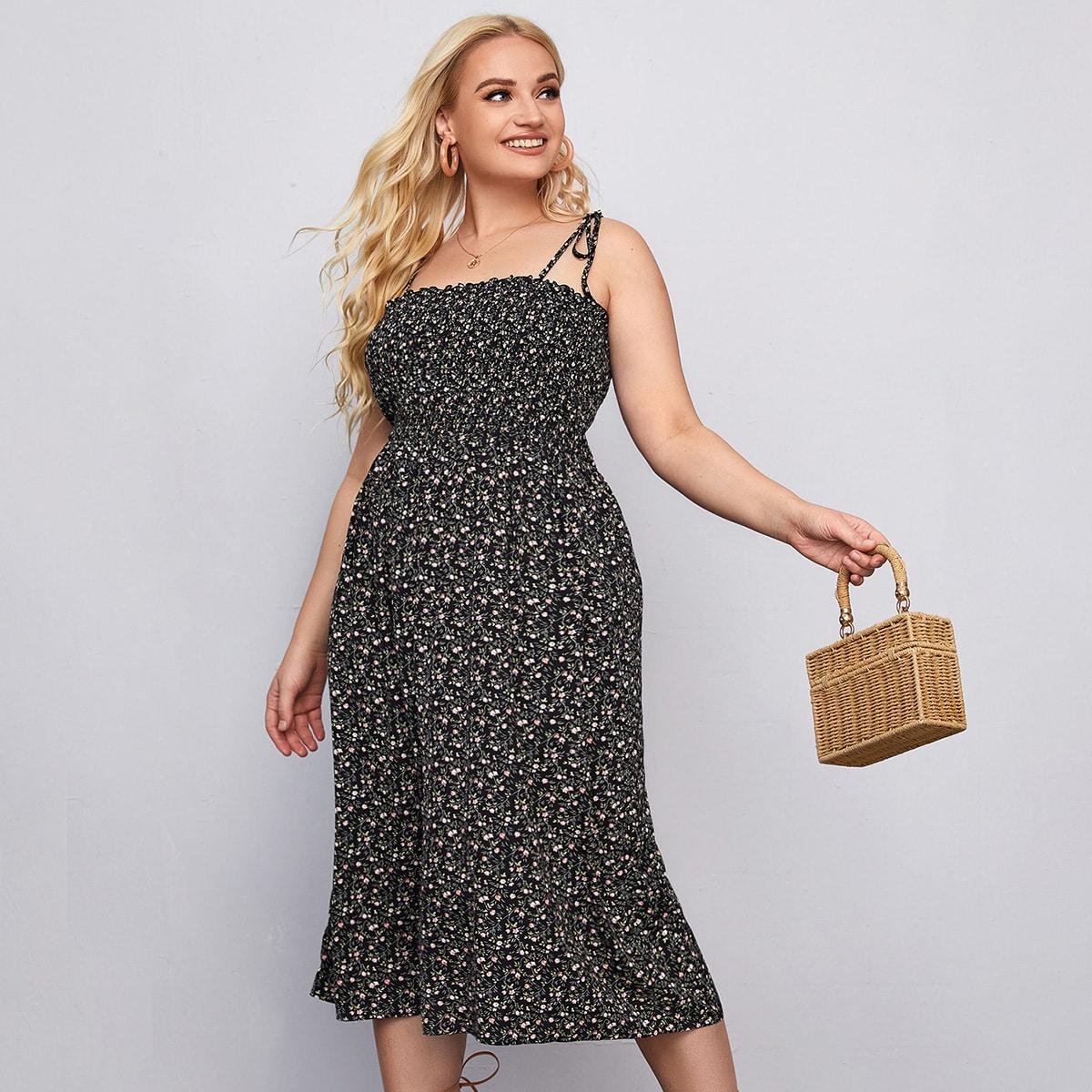 Платье размера плюс на бретельках с цветочным принтом по цене 1 170