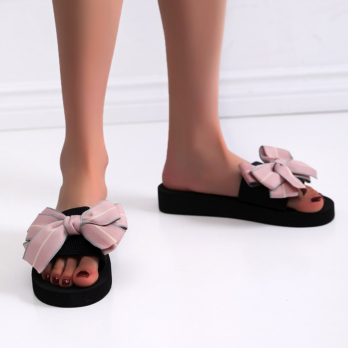 SHEIN Modieus Slippers Boog