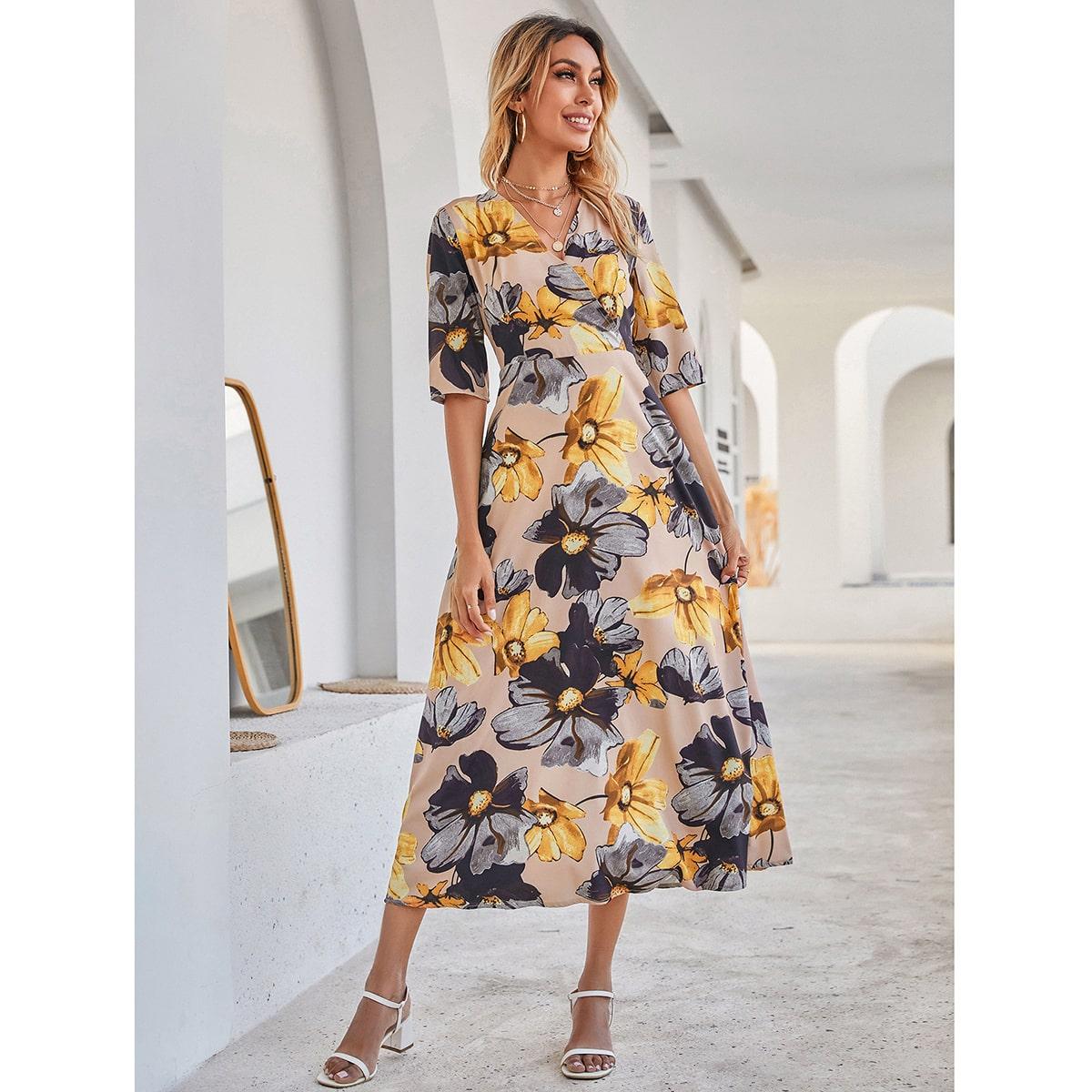 Расклешенное платье с цветочным принтом по цене 1 230