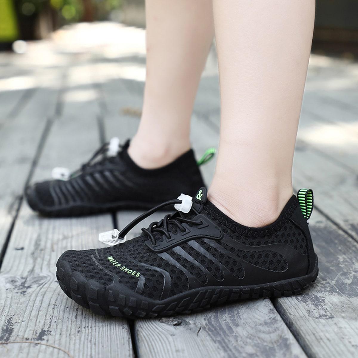 Водные туфли на кулиске с текстовым рисунком для мальчиков от SHEIN