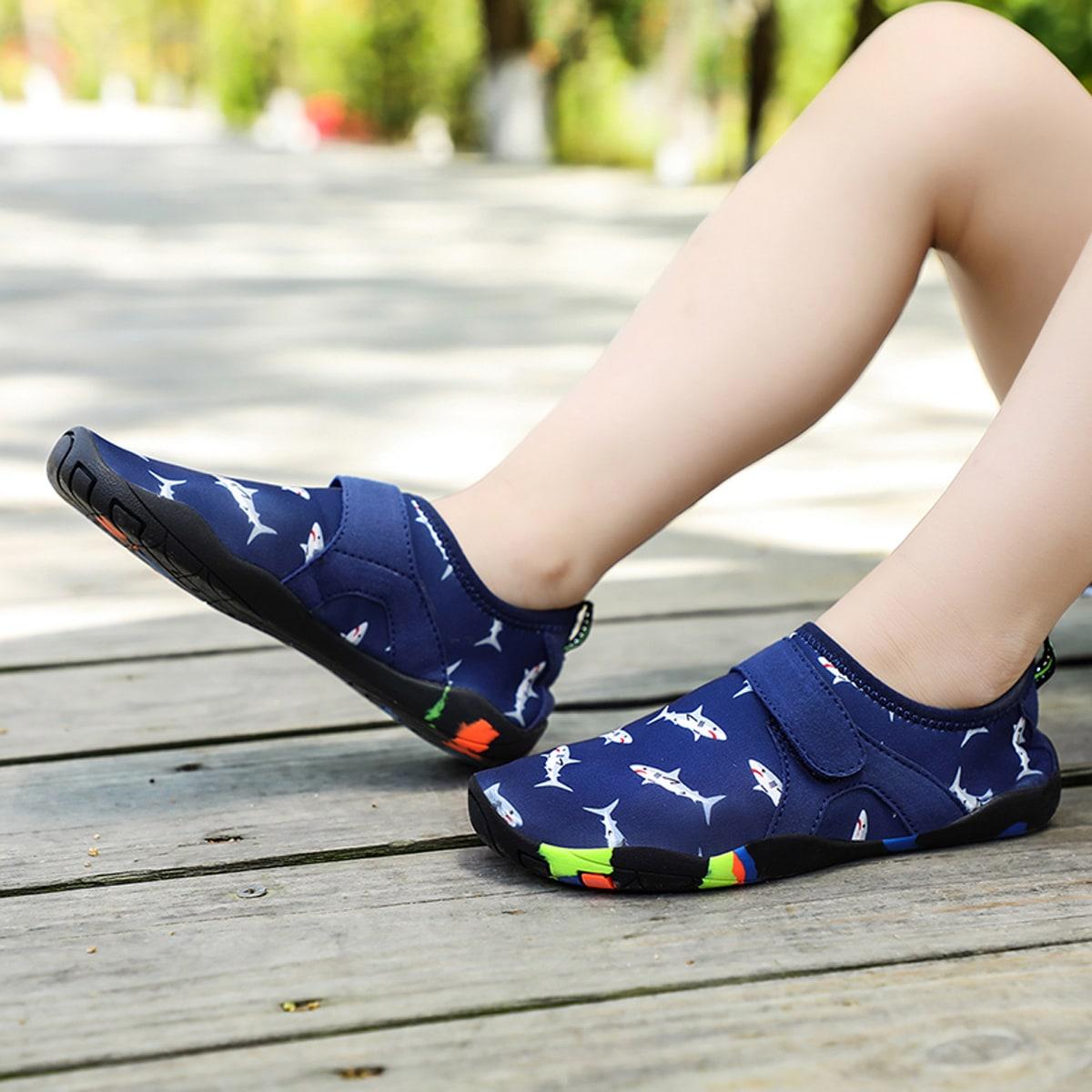Обувь для воды на липучке с рисунком для мальчиков от SHEIN