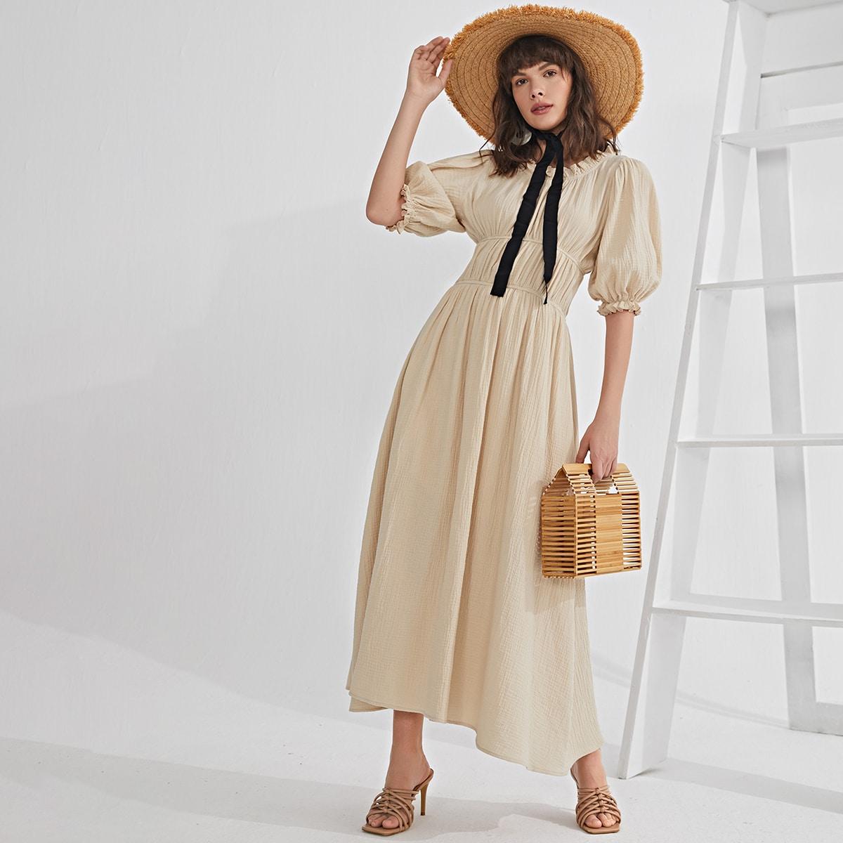 Платье с пышными рукавами и сборками