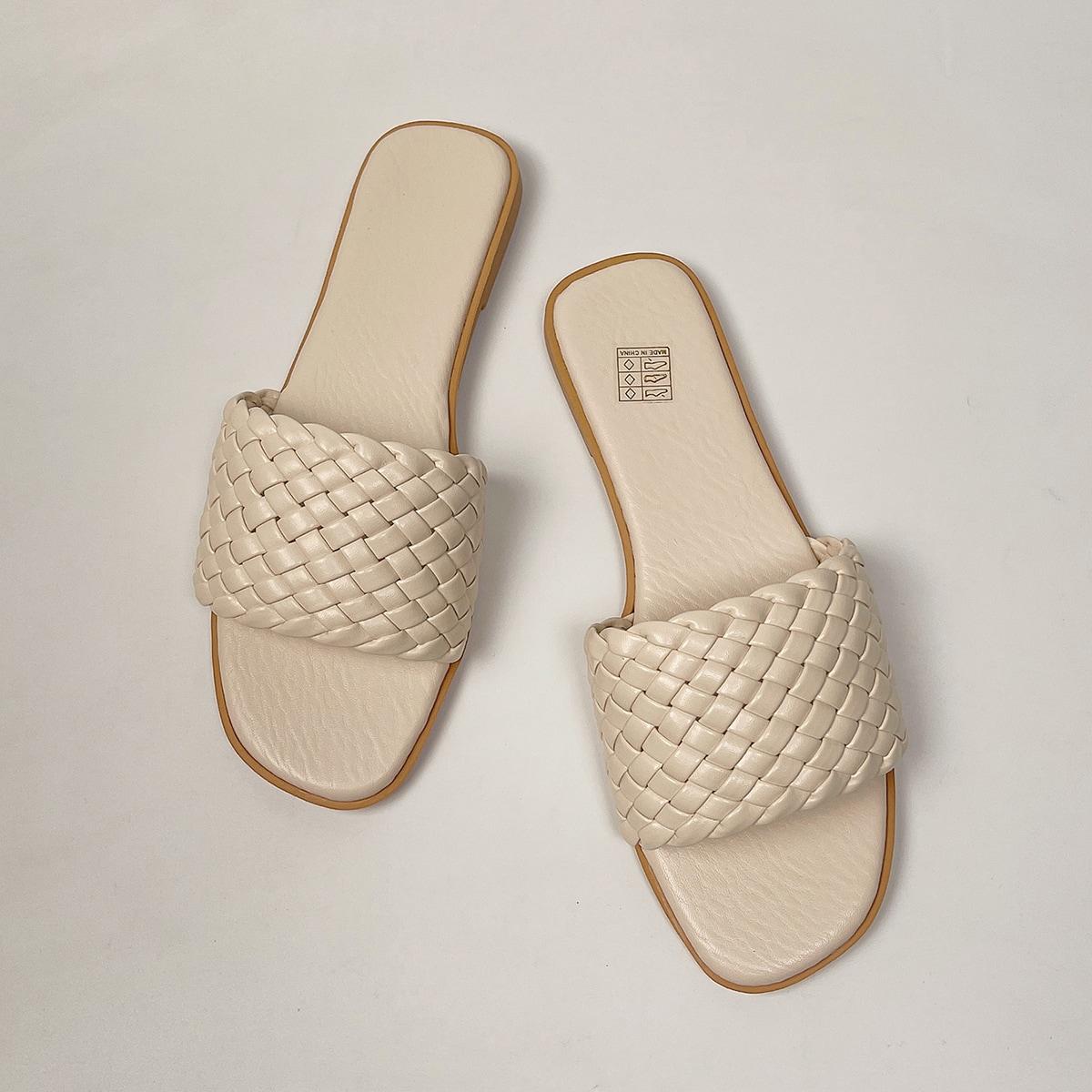 Плетеные сандалии
