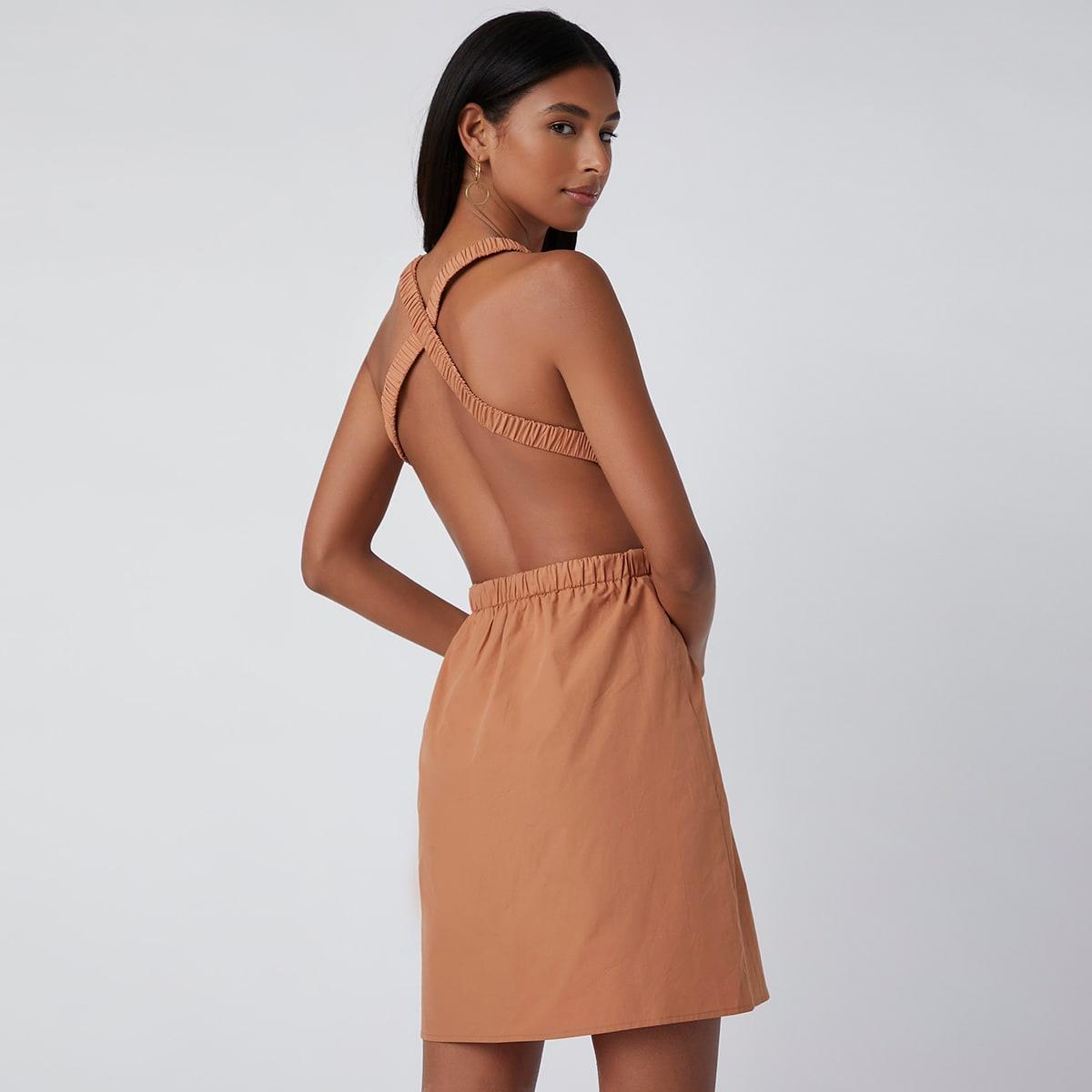 Однотонное платье с открытой спиной
