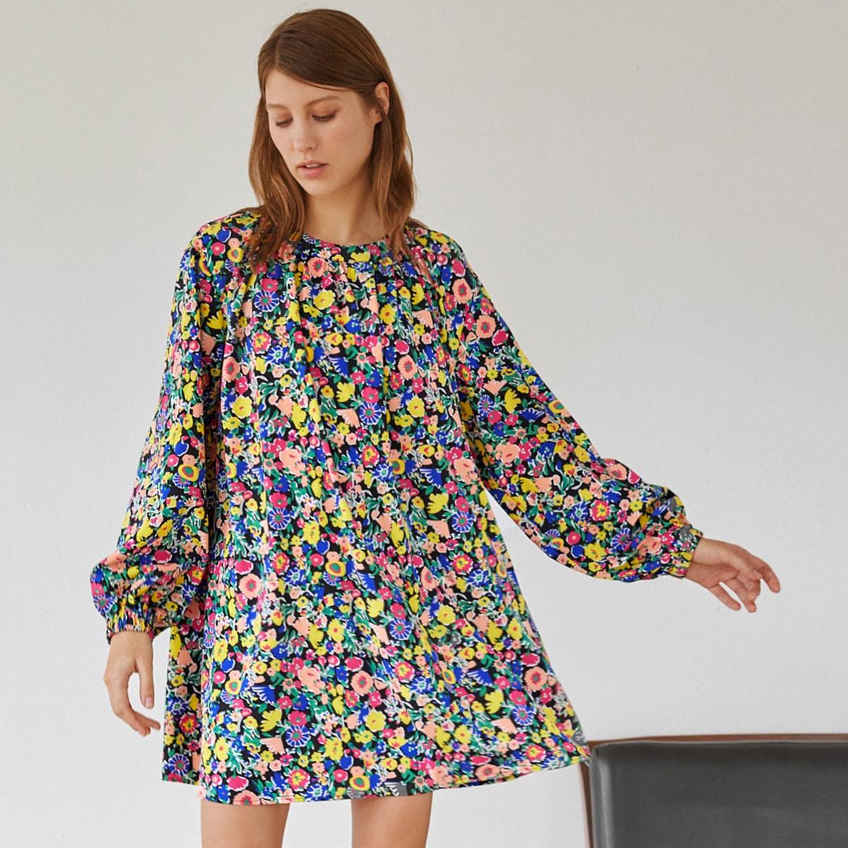 Платье с рукавами фонариками и цветочным принтом по цене 588