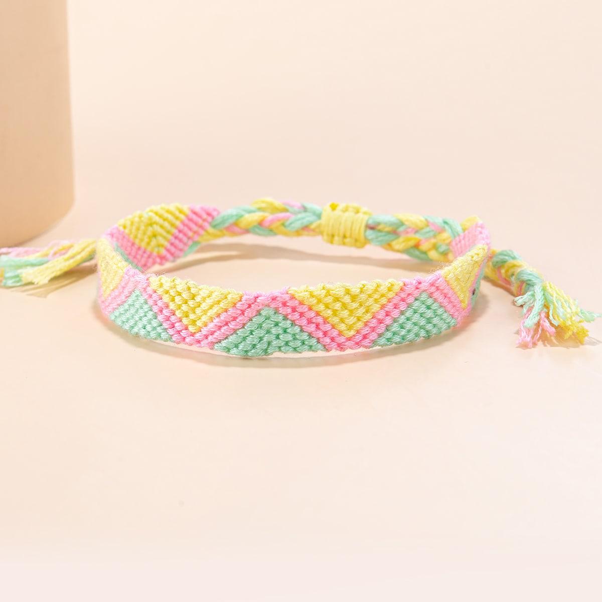 Разноцветный плетеный браслет