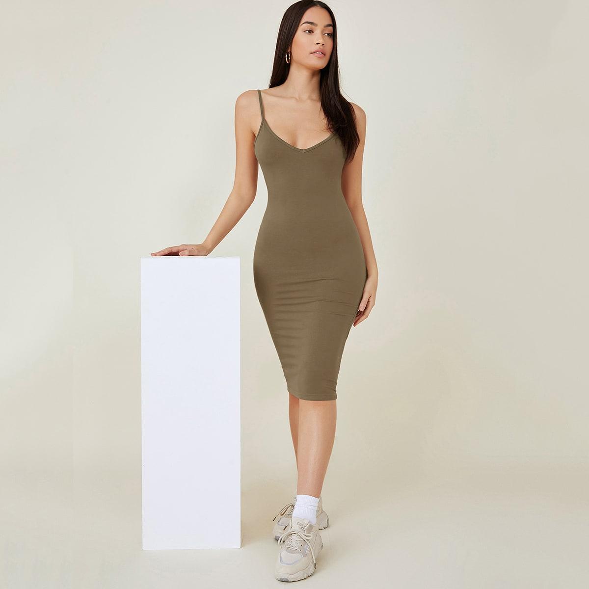 Однотонное облегающее платье по цене 610