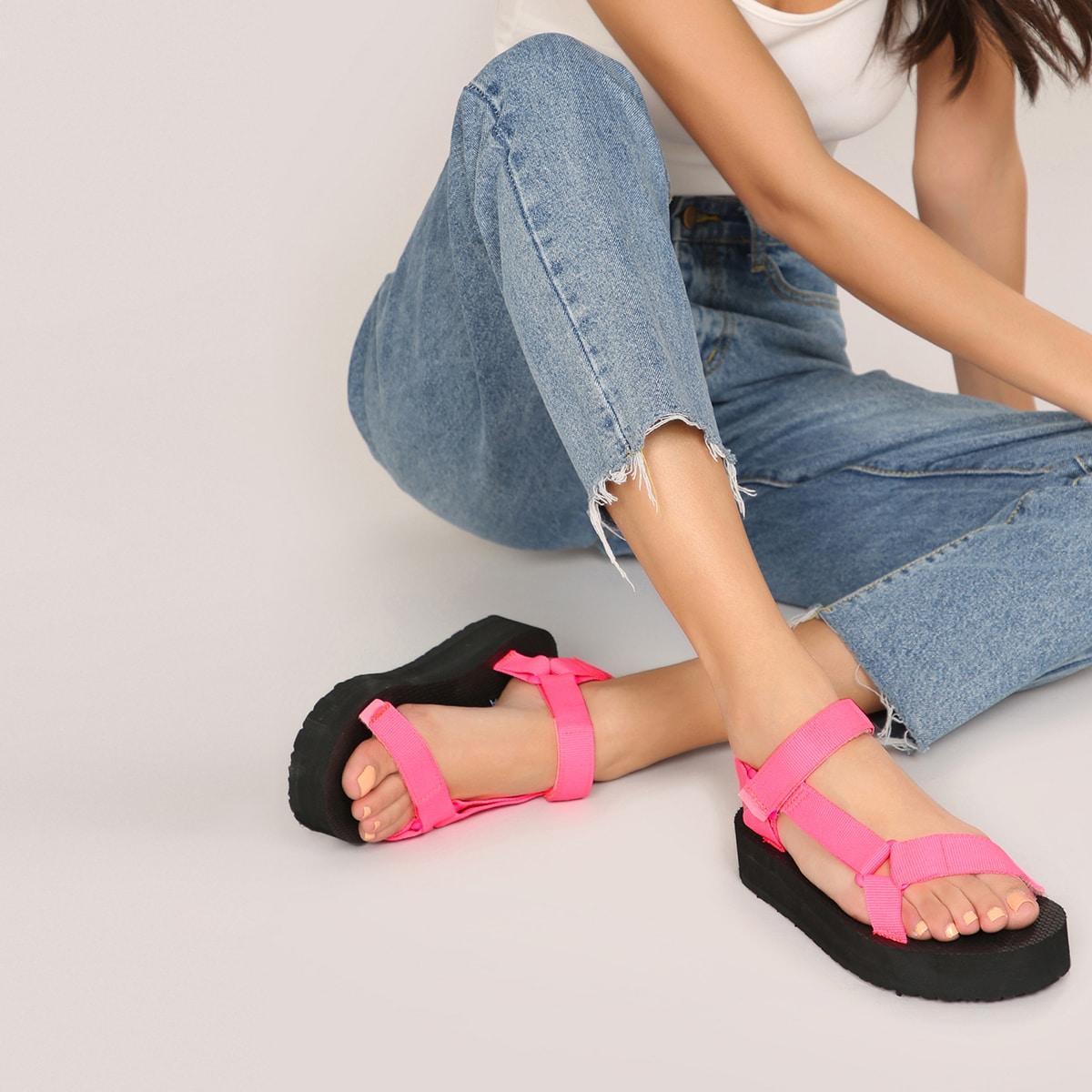 Неоновые сандалии на платформе с двумя ремешками на липучках по цене 926
