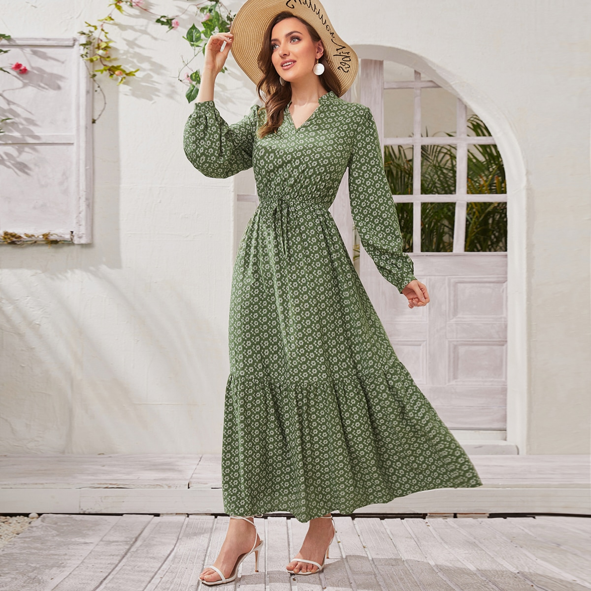 Платье с цветочным принтом и узлом по цене 1 710