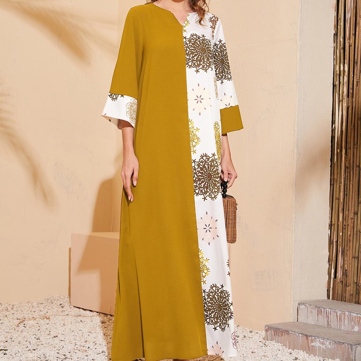 Контрастное платье с графическим принтом по цене 1 016