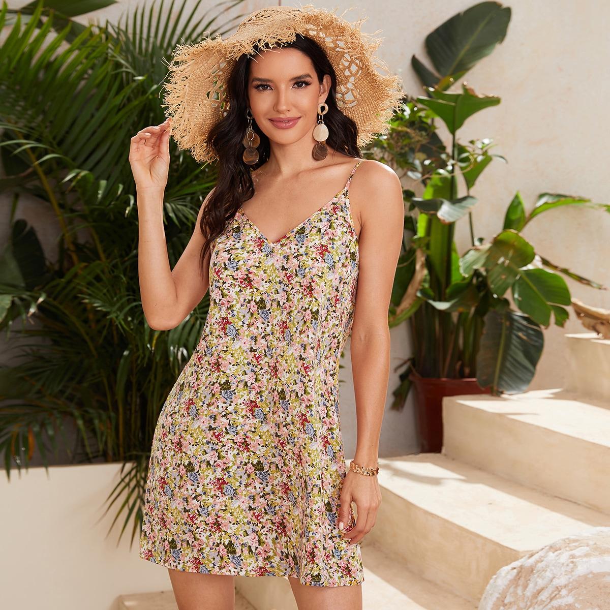 Платье на бретельках с цветочным принтом и двойным v-образным воротником по цене 360