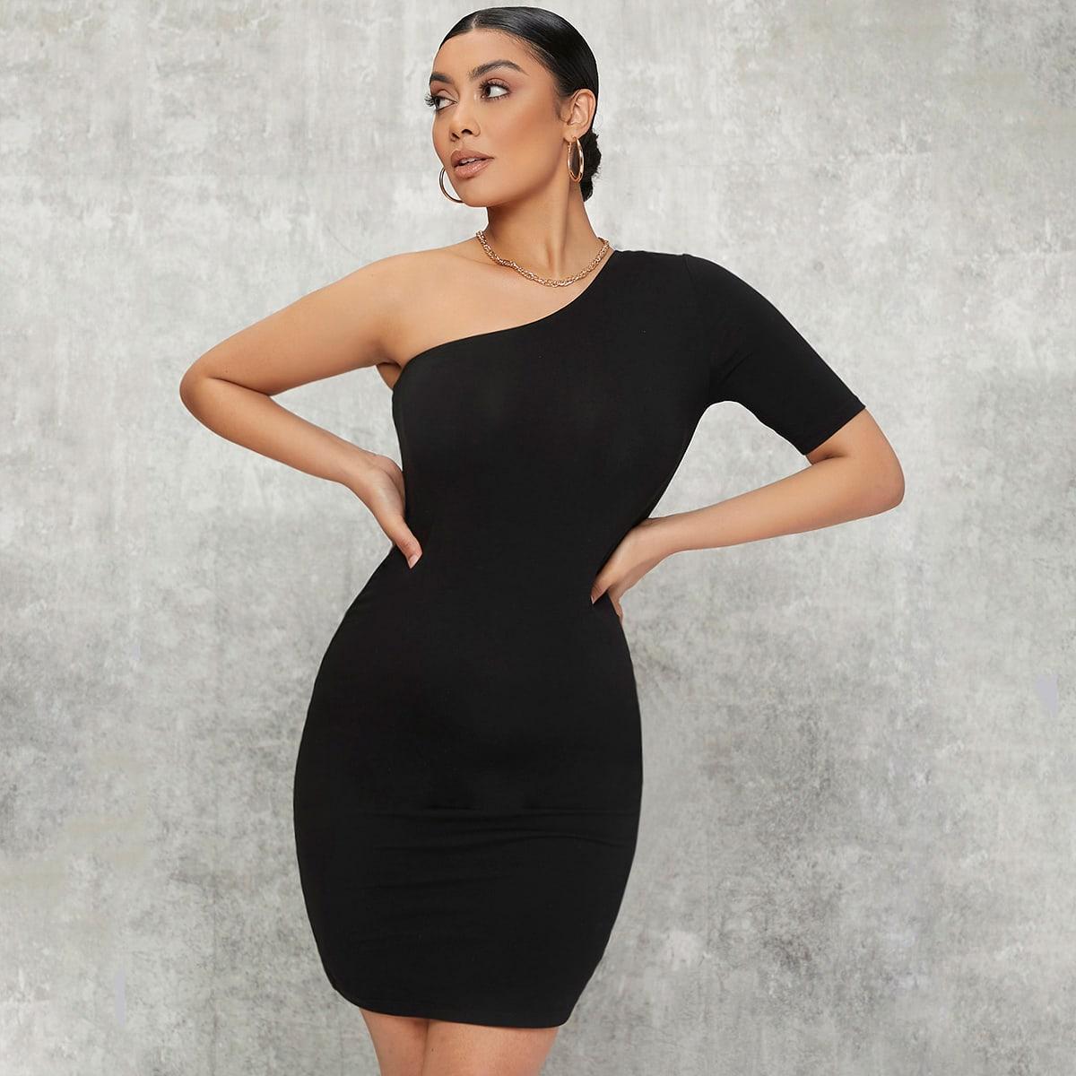Einfarbiges figurbetontes Kleid mit einer Schulter frei