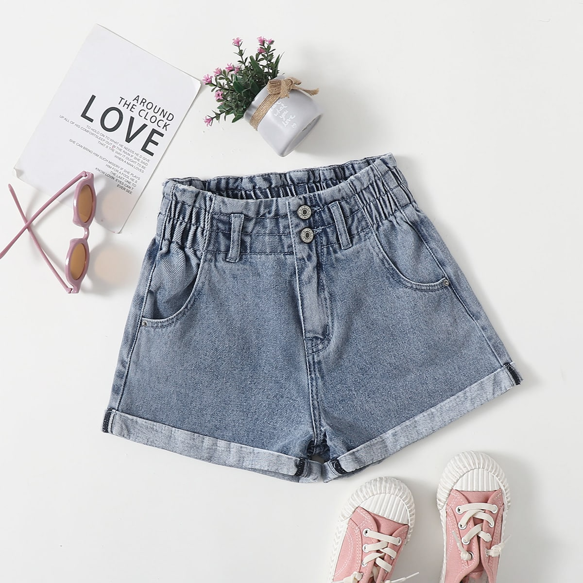 Shorts in denim con polsino arrotolato