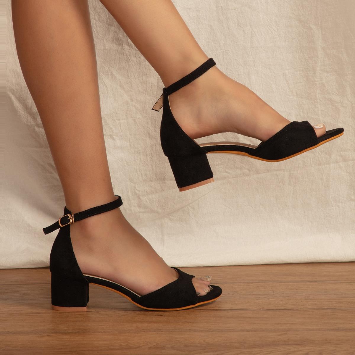 Sandali con tacco grosso con cinturino alla caviglia