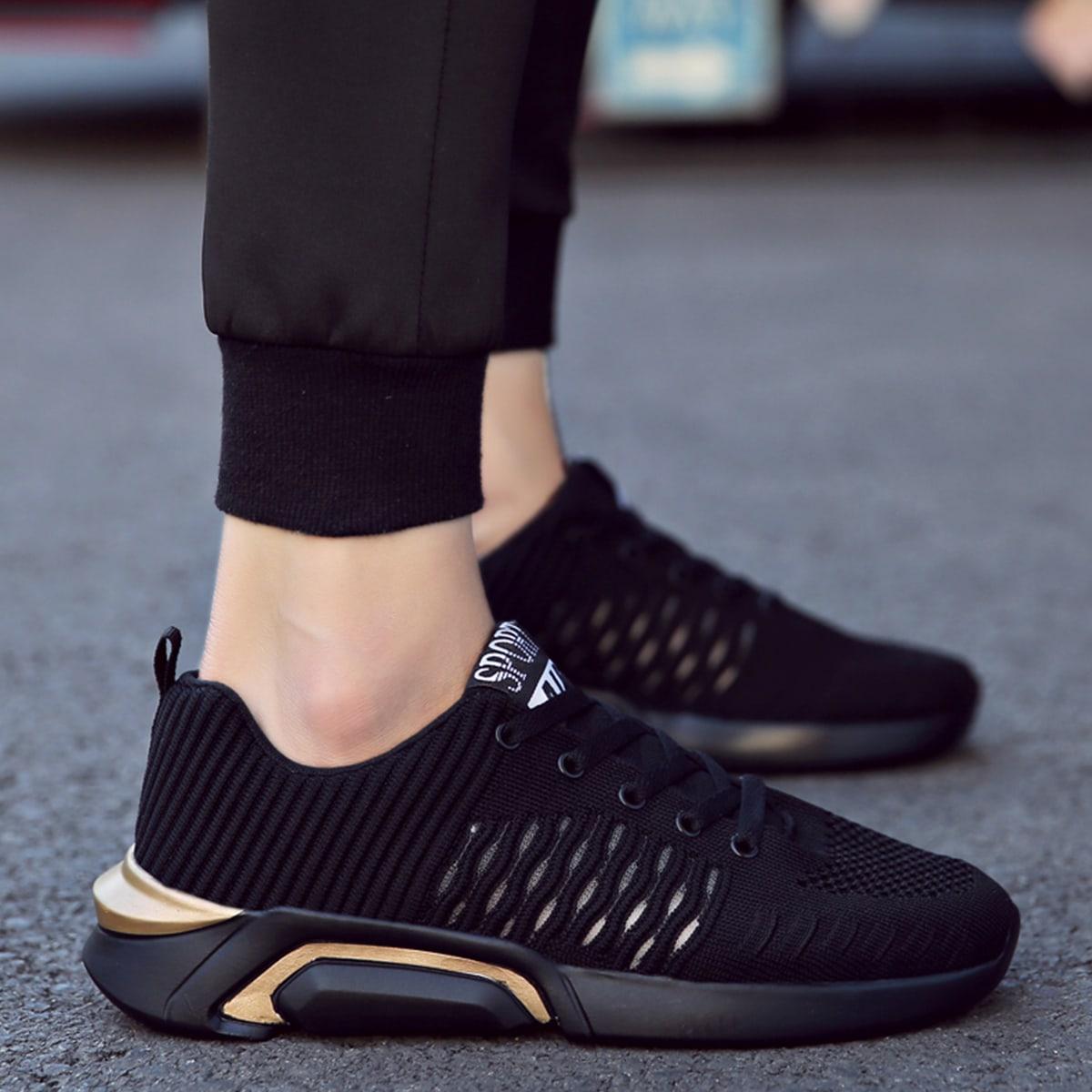 на шнурках буква Мужские кроссовки по цене 2 010