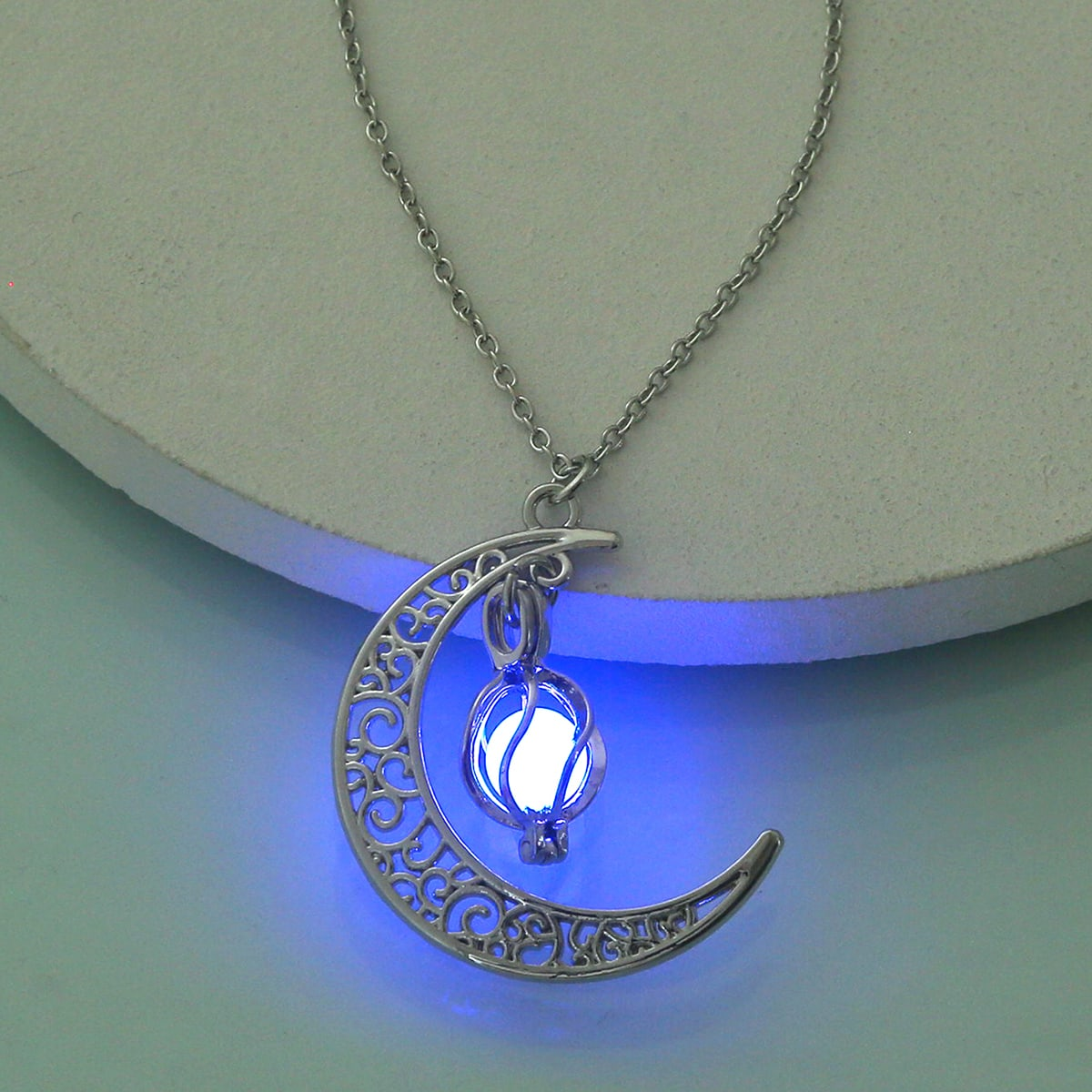 Leuchtende Halskette mit Mond Dekor