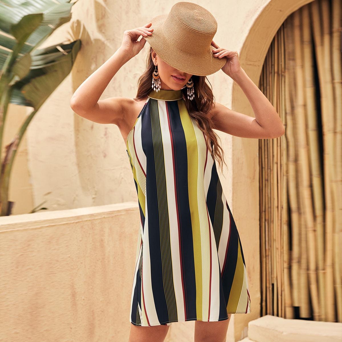 Платье в полоску с узлом сзади по цене 610