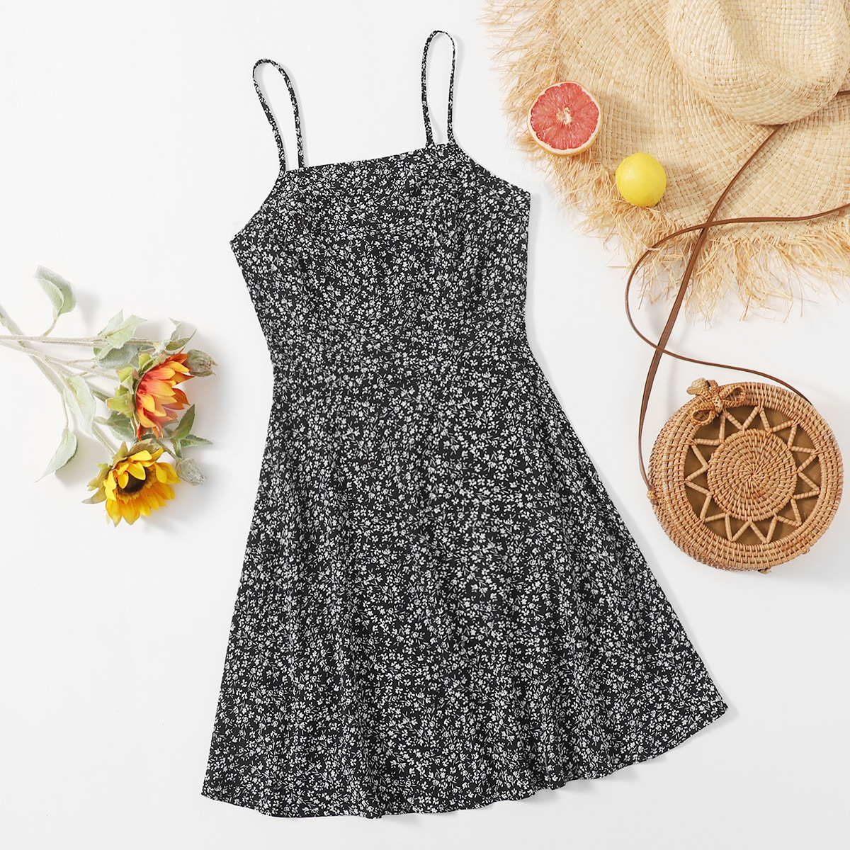 Платье на бретелях с цветочным принтом по цене 610