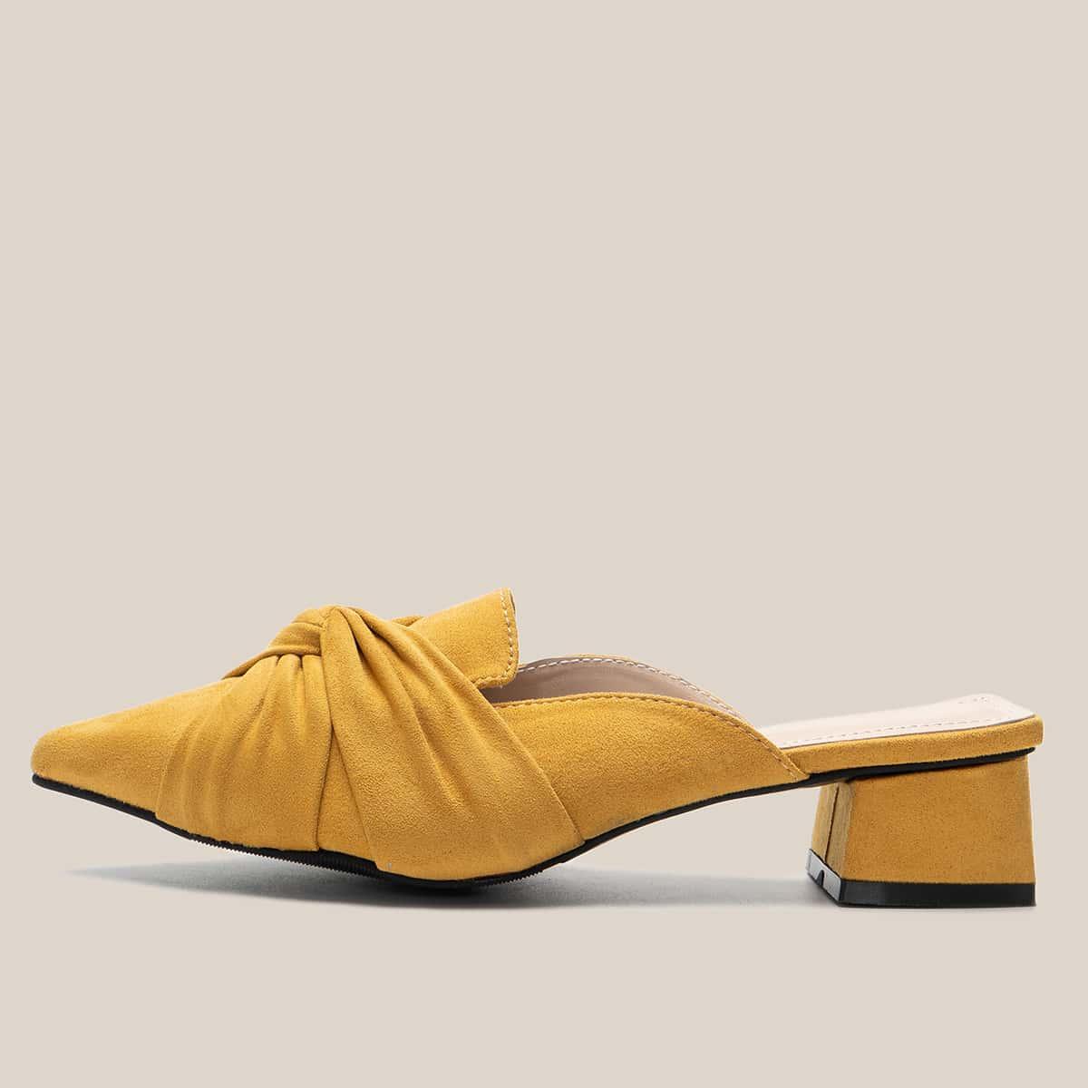 Туфли на низком каблуке по цене 1 470
