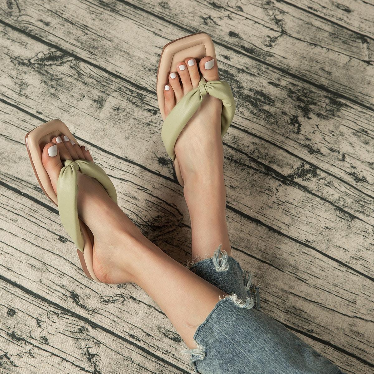 Оригинальные сандалии на плоской подошве по цене 1 015