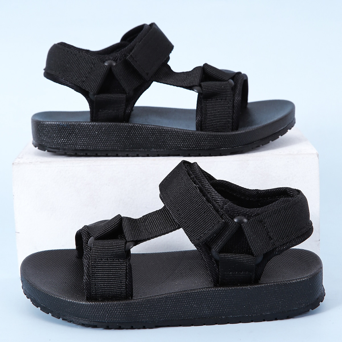 Спортивные сандалии на липучке для мальчиков по цене 1 020