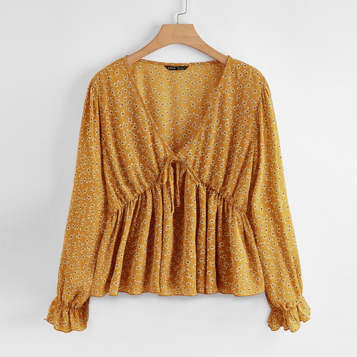 Блуза с воротником-бантом и цветочным принтом по цене 710
