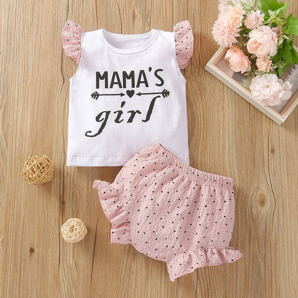 Baby Girl Letter Graphic Tee With Polka Dot Shorts
