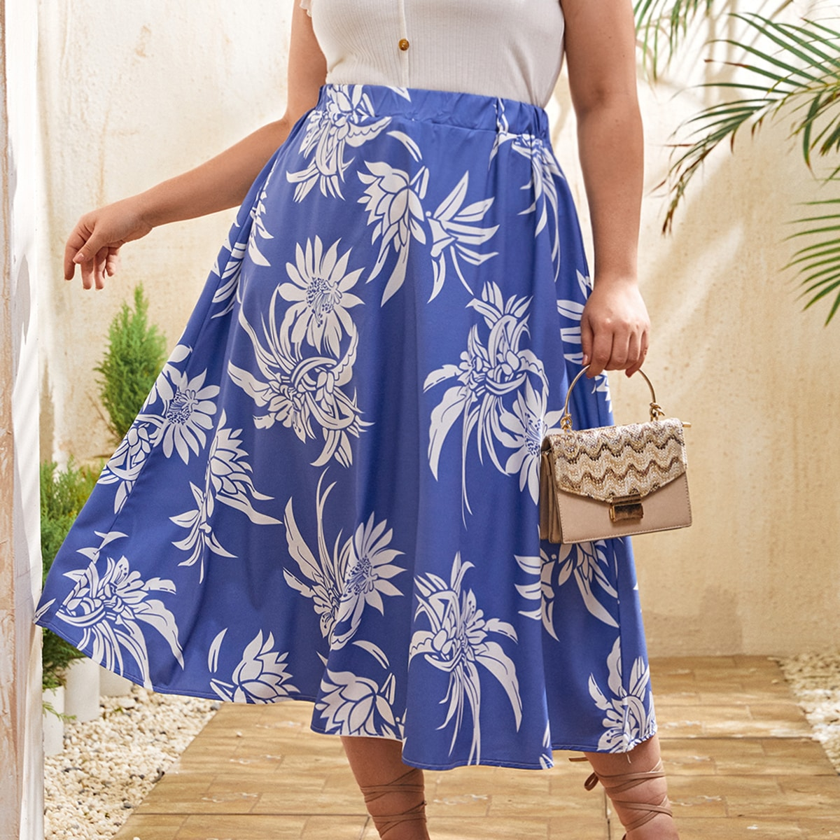 SHEIN / Plus Allover Floral Flare Skirt