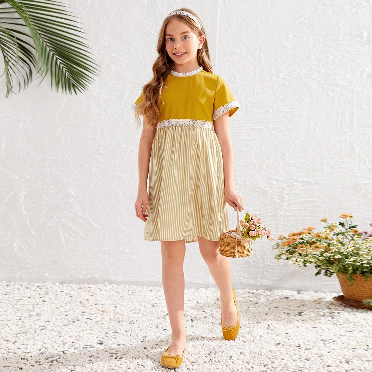 Kleid mit Streifen, Kontrast Spitzen und Öse Stickereien Detail