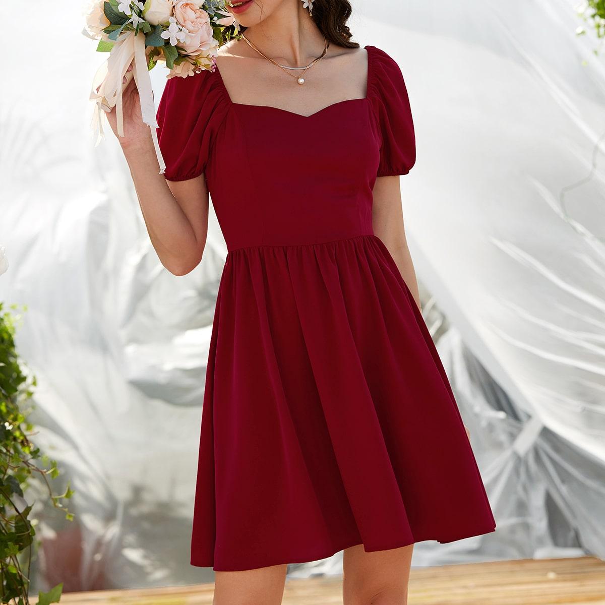 Платье с пышным рукавом и воротником-сердечком по цене 1 000