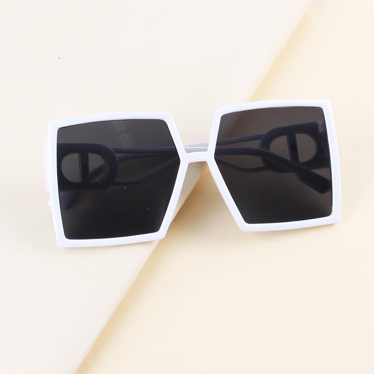Солнцезащитные очки с тонированными линзами в квадратной оправе для малышей