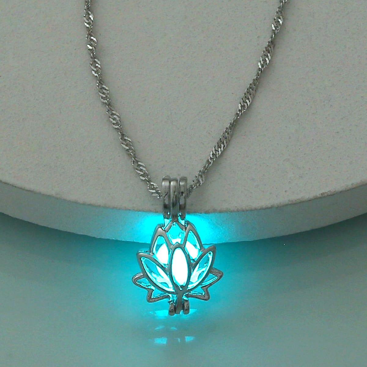 Halskette mit im Dunkeln leuchtenden Blumen Dekor