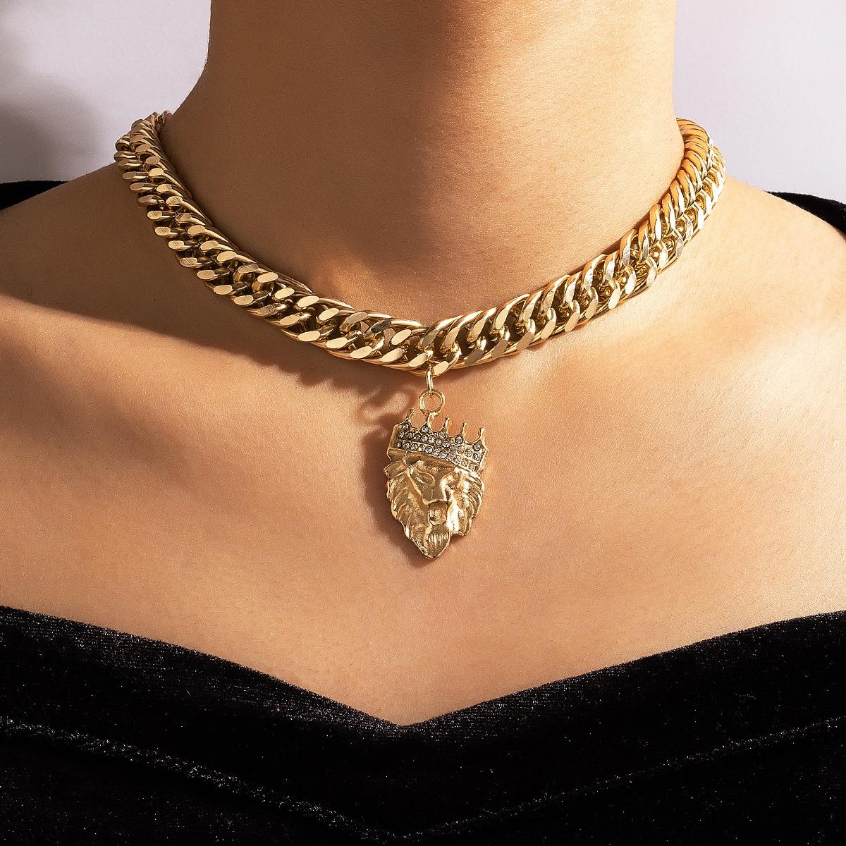Halskette mit Strass Detail und Kette