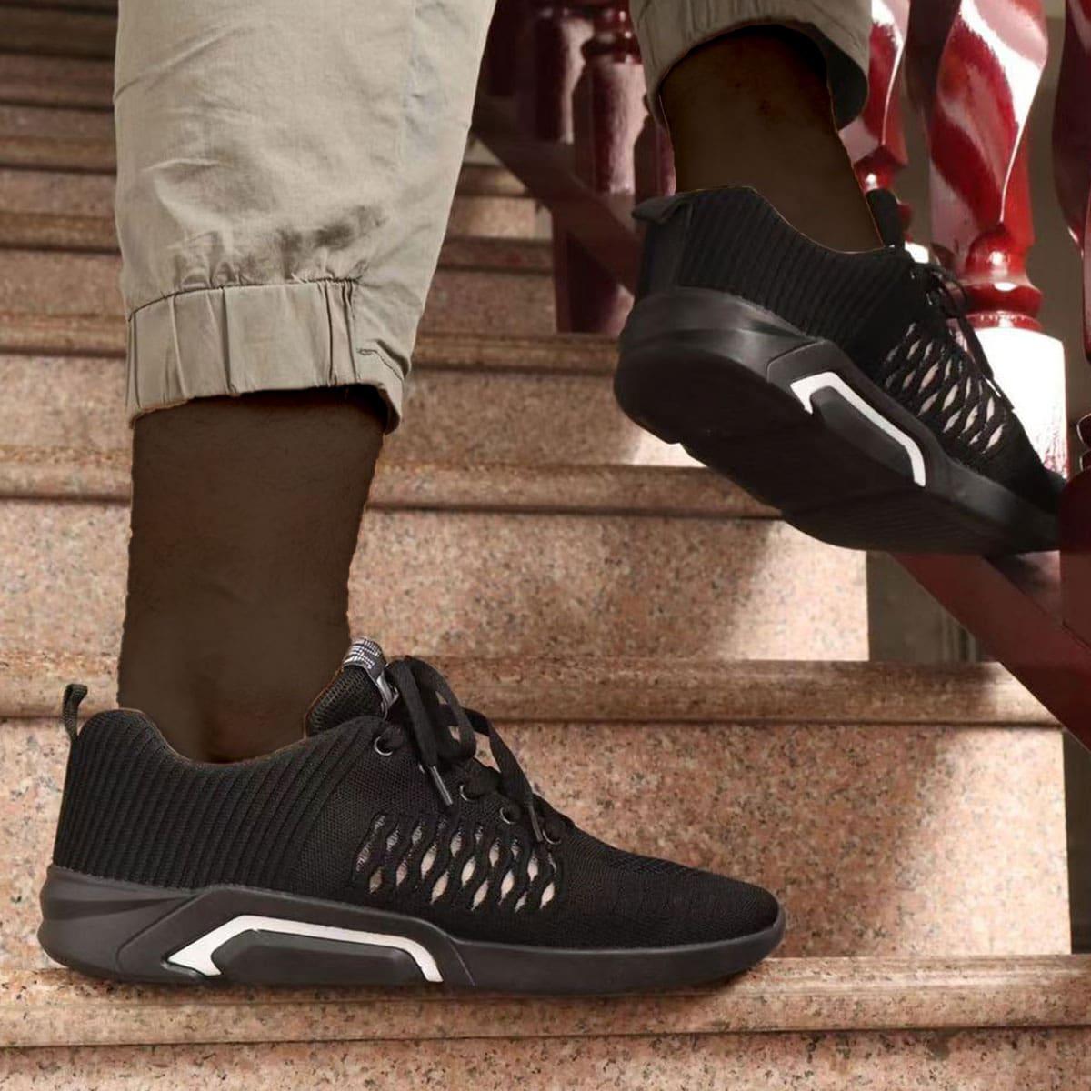на шнурках буква Мужские кроссовки по цене 1 782