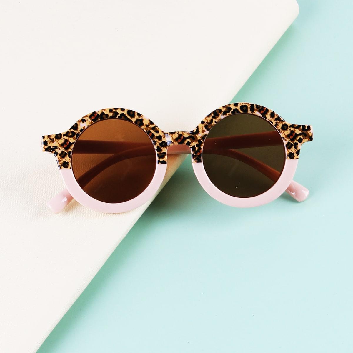 Детские солнцезащитные очки в леопардовой оправе