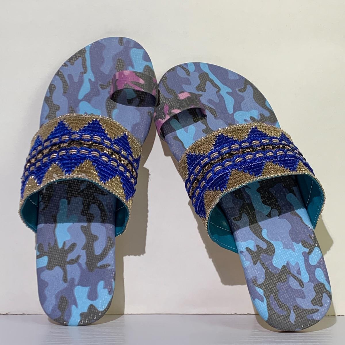SHEIN / Geometric Pattern Thong Sandals