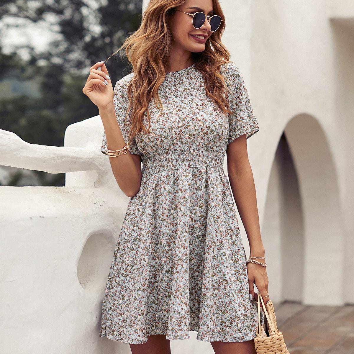 Vestido línea A con estampado floral de margarita