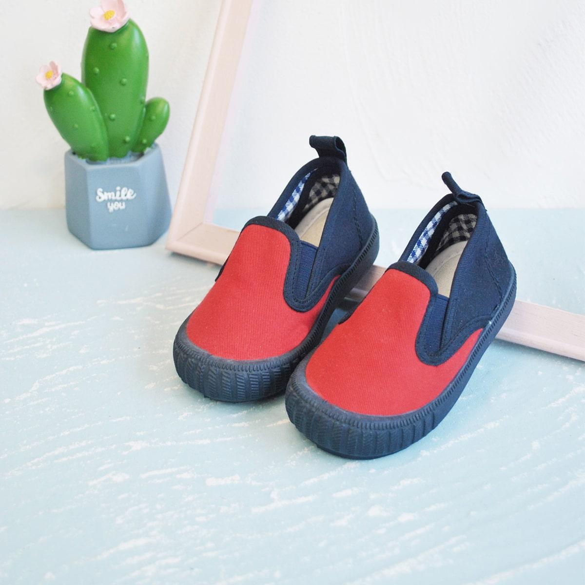 Холщовые двухцветные туфли для мальчиков от SHEIN