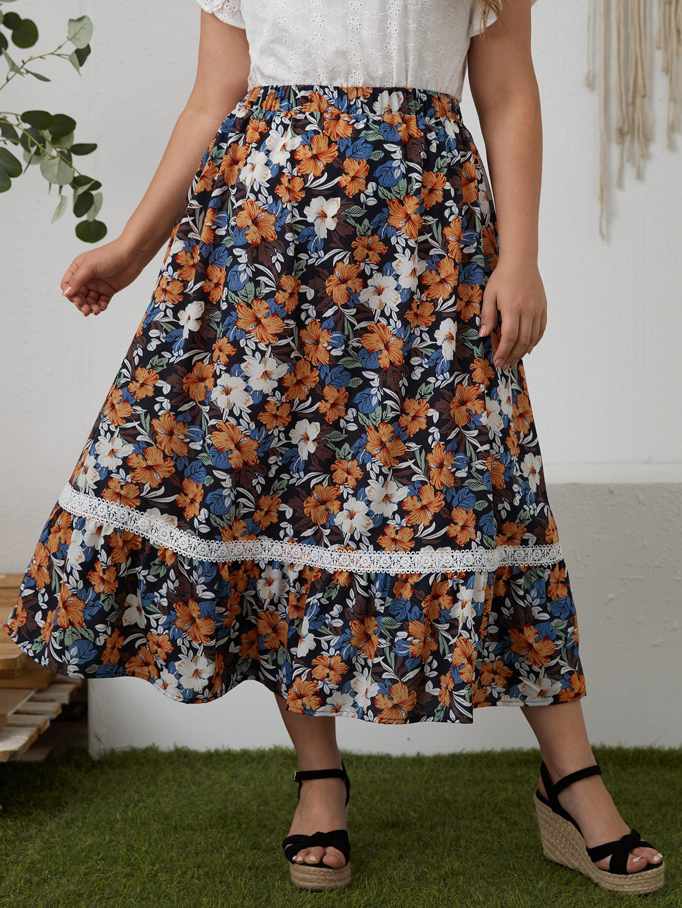 Plus All Over Floral Print Contrast Lace Skirt