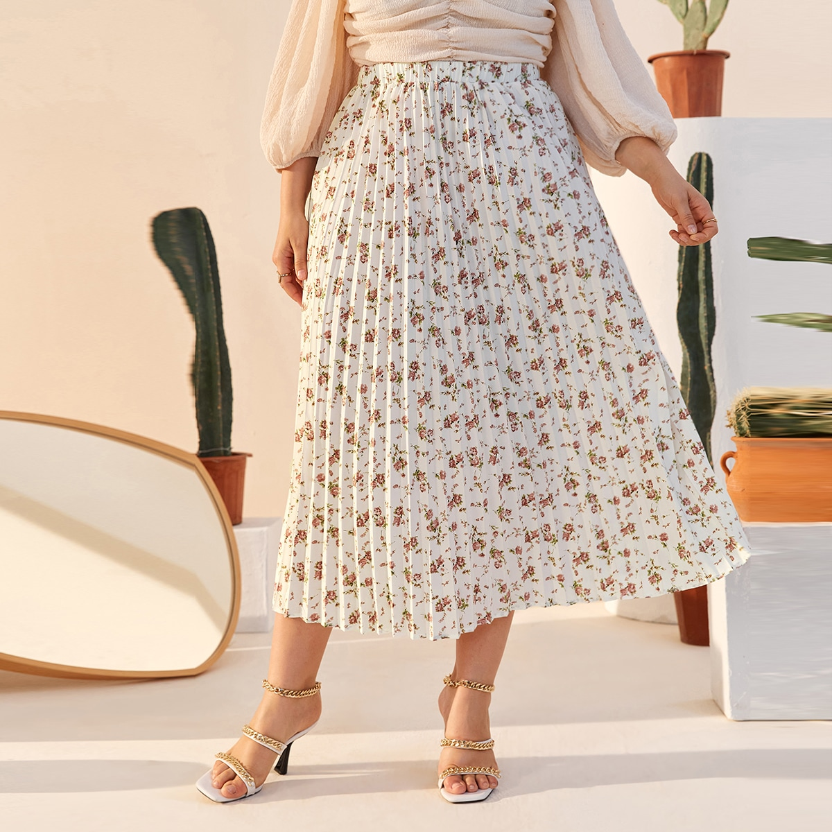 SHEIN / Plus Allover Floral Print Pleated Skirt