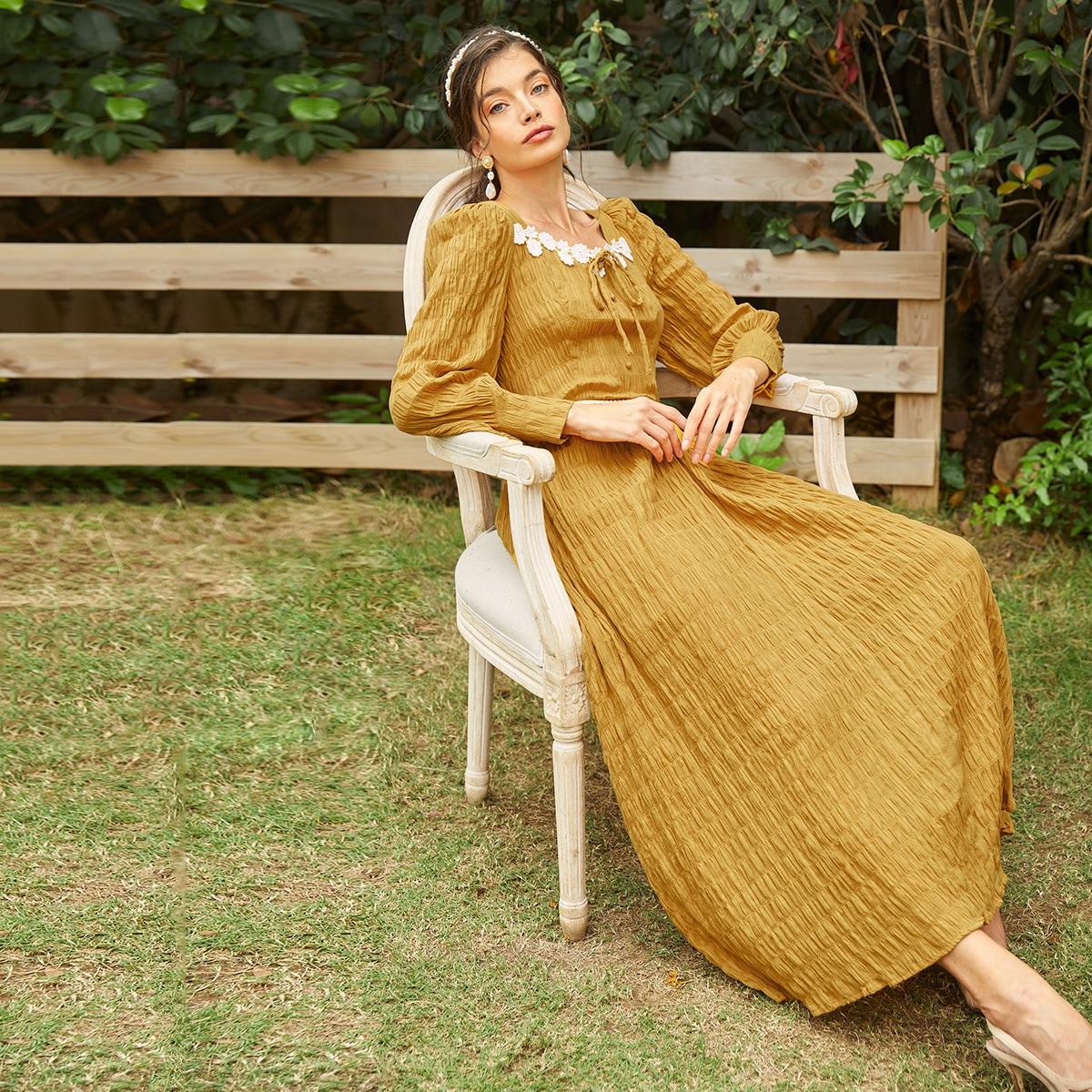 Платье с глубоким декольте аппликацией SheIn swdress07210205999
