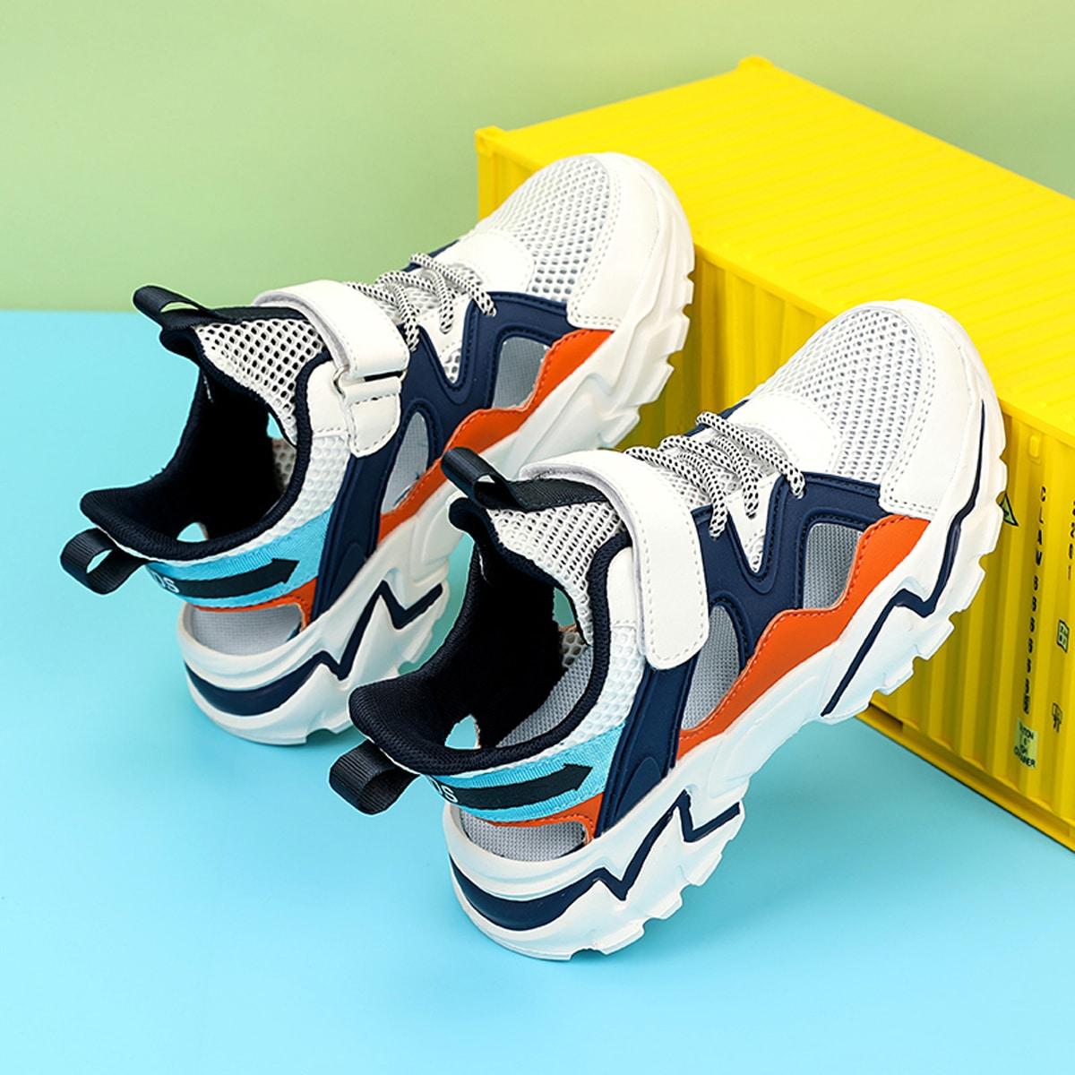 Дышащие контрастные кроссовки для мальчиков от SHEIN