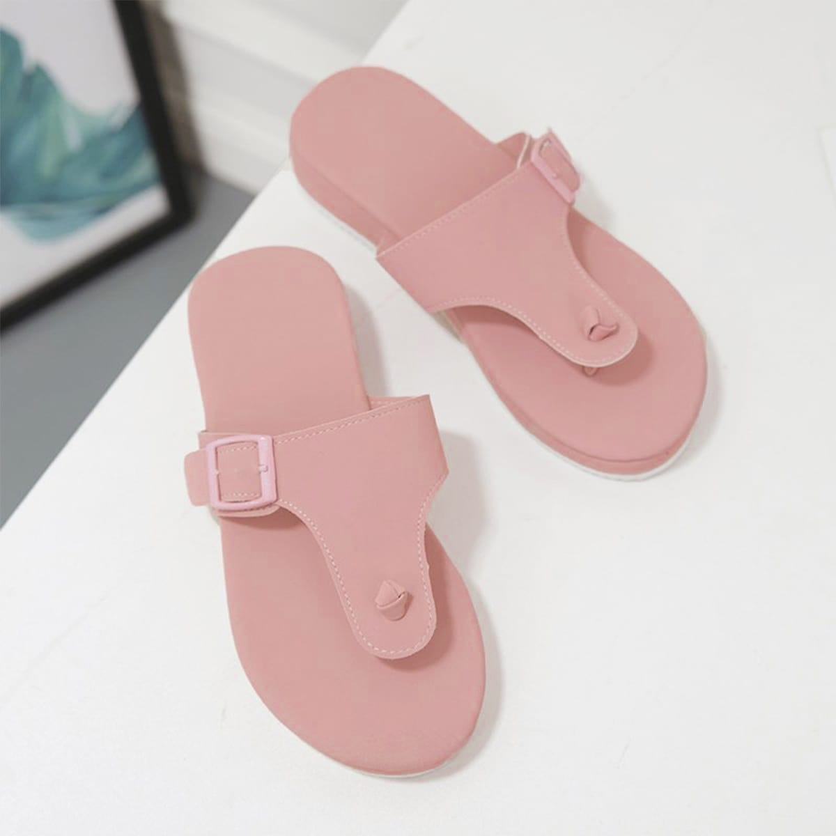 SHEIN / Minimalist Buckle Decor Thong Sandals