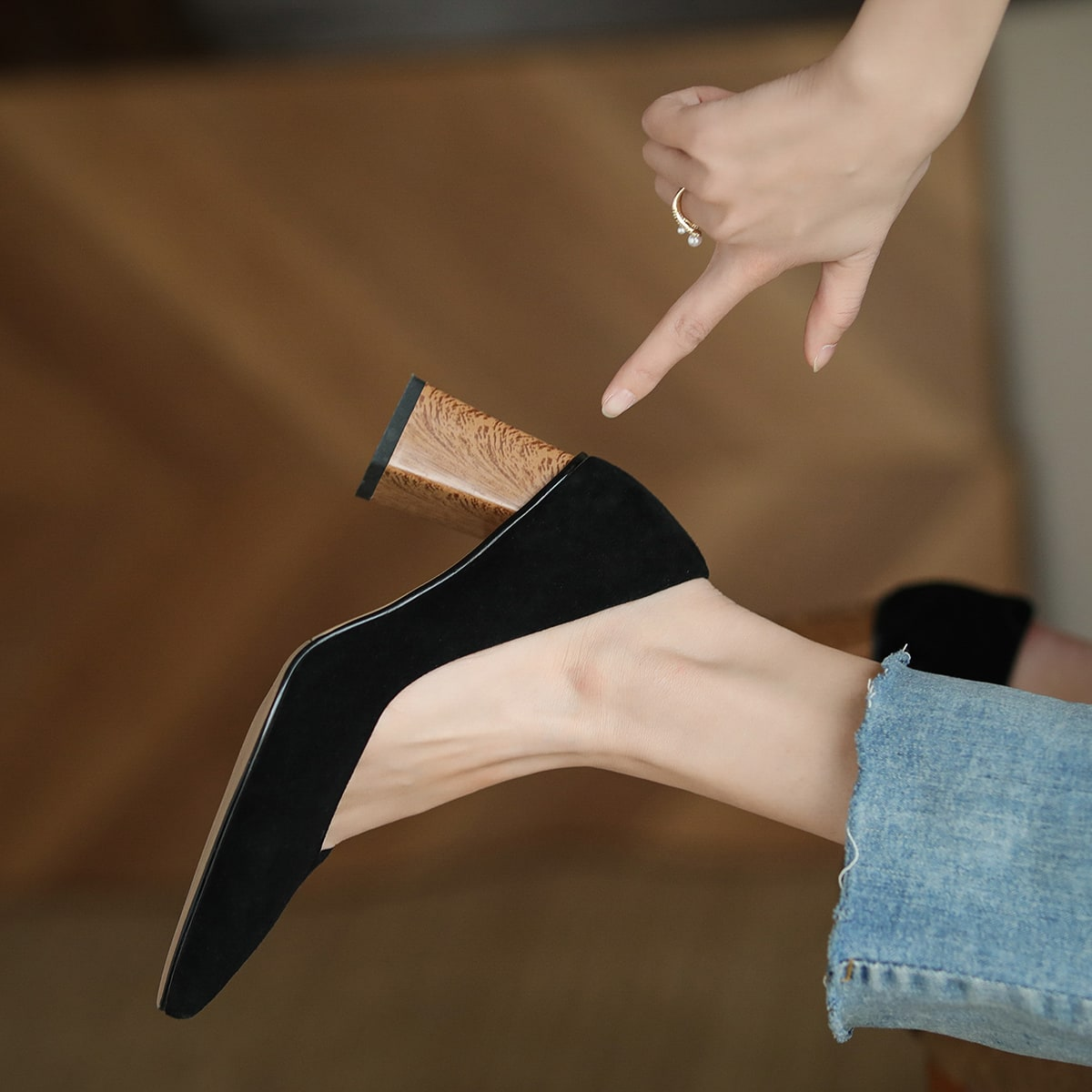 Минималистские кожаные туфли на массивном каблуке от SHEIN