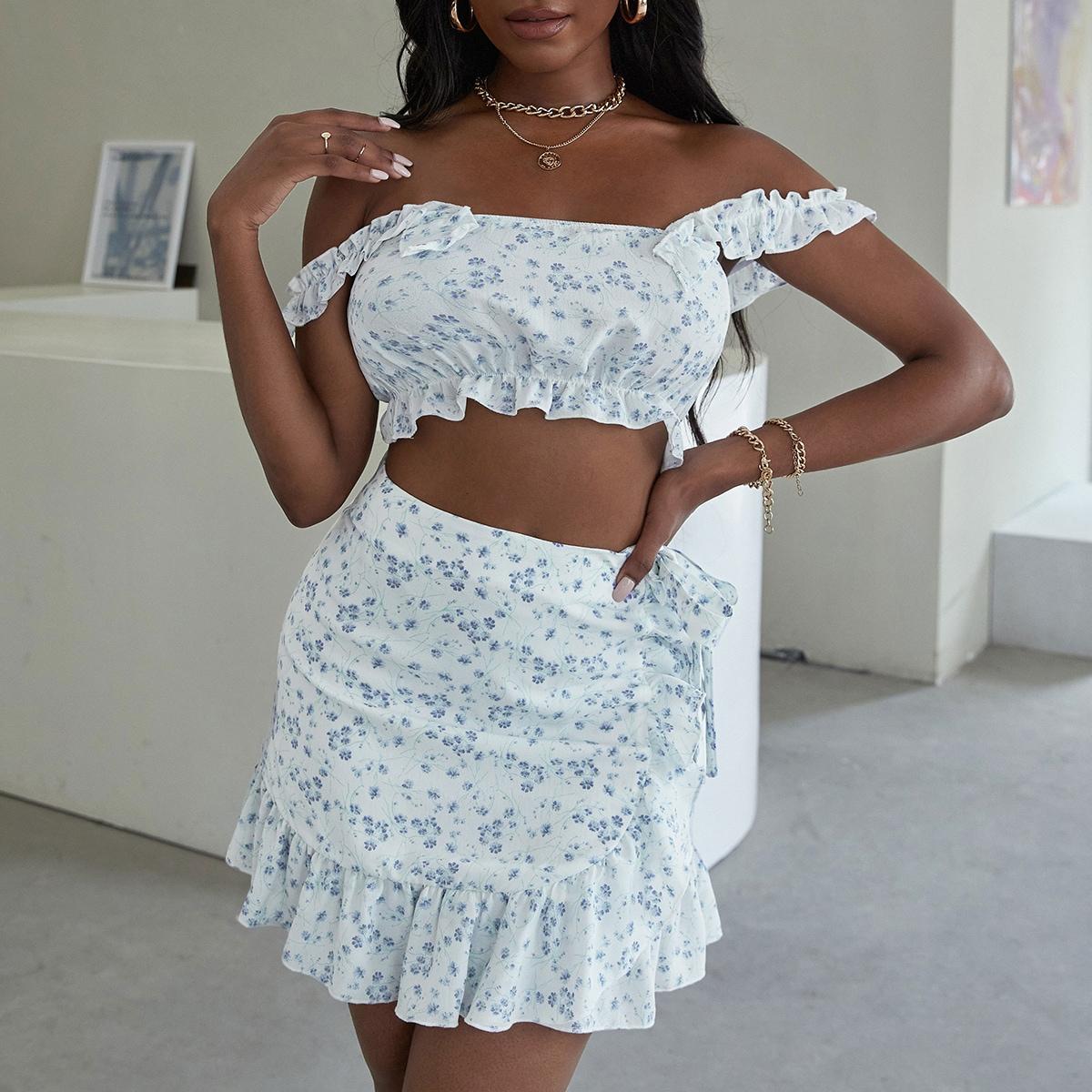 Ensemble jupe portefeuille avec nœud et top court fleuri avec plis