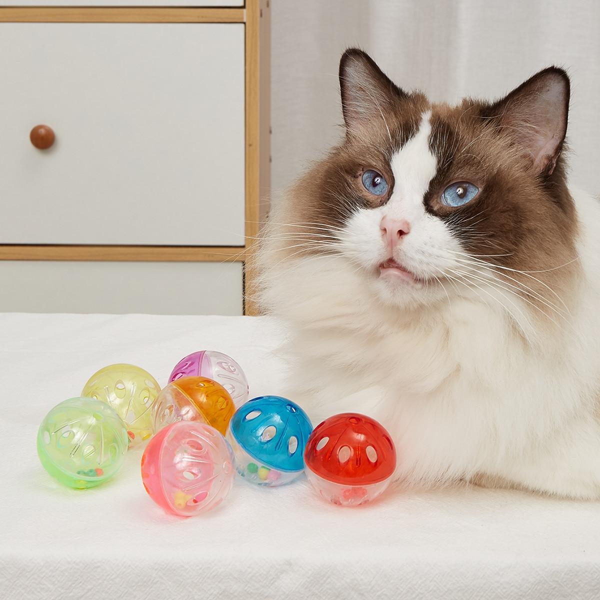 2 Stücke Zufällige Farbe Haustier-Klangspielzeug mit Glockenball
