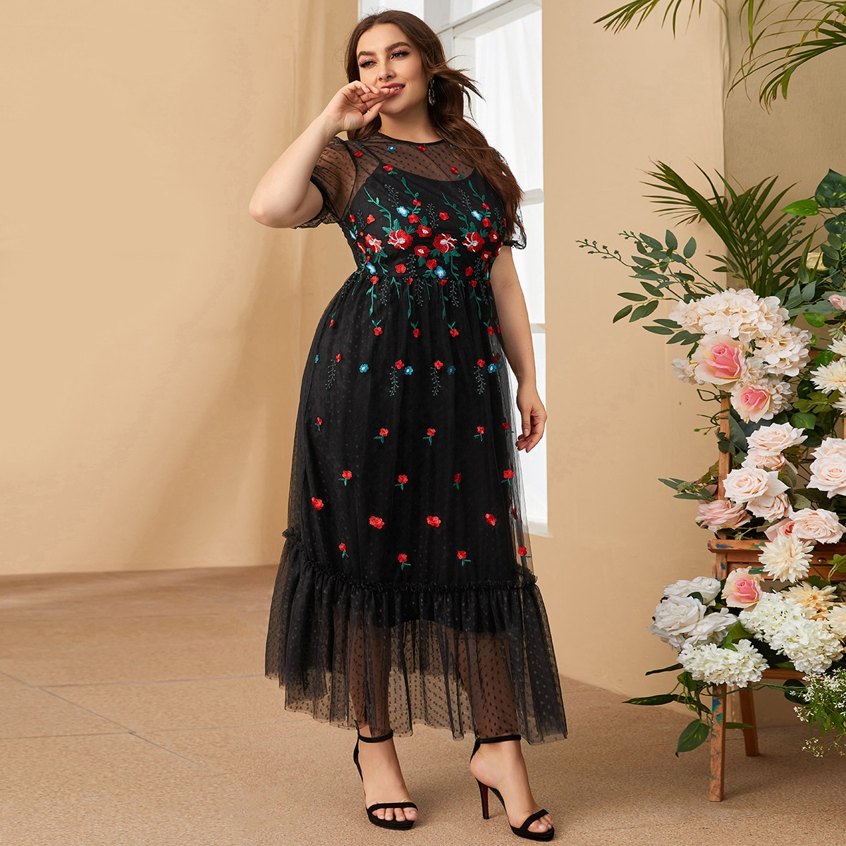 размера плюс Платье на молнии с оборками вышивкой